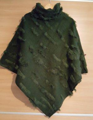 Poncho Grün Zottelstrick