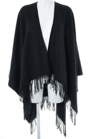 Poncho negro look casual