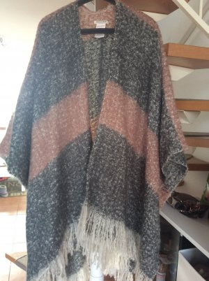 Poncho Von Review one size