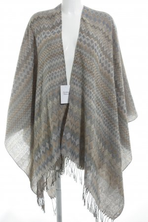 Poncho zigzag pattern casual look