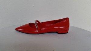 Prada Bailarinas con punta rojo Cuero