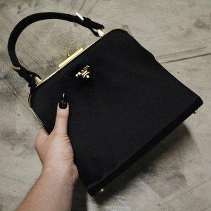 Prada Henkeltasche schwarz-goldfarben Elegant