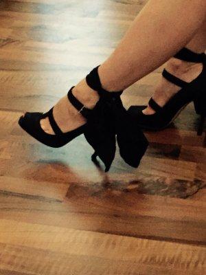 Prada High Heels mit mit breiter Schnürung