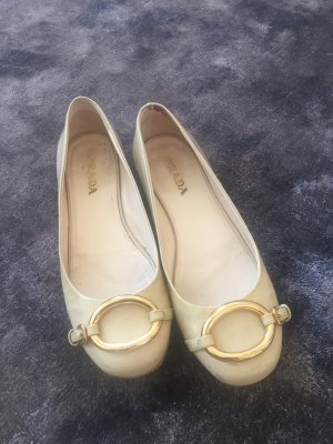 PRADA Lack Ballerina, cremefarben, Gr. 36,5