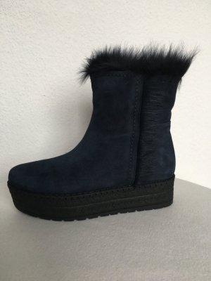 Prada, Lammfell-Boots, gefüttert, blau, 40, neu, € 900,-