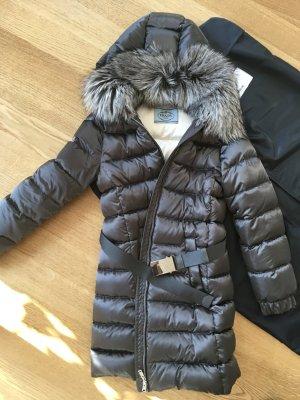 Prada Luxus Daunenmantel Wintermantel Neu und ungetragen! NP 1.890 €