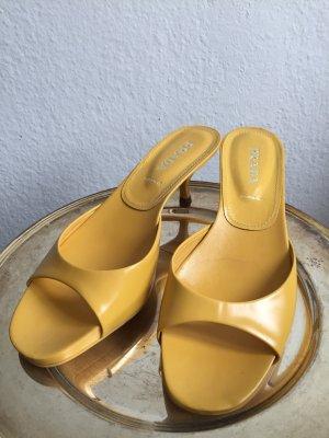 PRADA - Preis VB - Sandalen mit kleinem Absatz, gelb/yellow