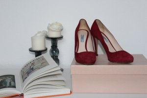 Prada Pumps aus Wildleder in Rot