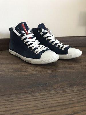 Prada Sneakers met veters donkerblauw Suede