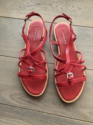 Prada Sandalo con cinturino rosso neon