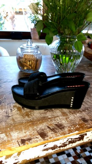 Prada Plateauzool sandalen zwart