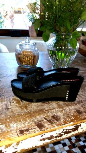 Prada - schwarze Sandaletten - Lackleder Einsätze