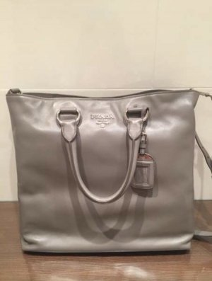Prada Shopper grau
