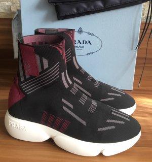 Prada Zapatillas deslizantes negro-burdeos