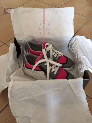 Prada Sneaker NEU Gr.37,5