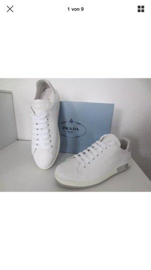 Prada Sneakers met veters wit-grijs
