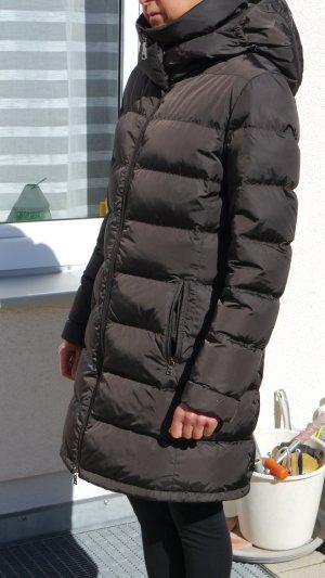 Prada Abrigo de plumón marrón oscuro Nailon