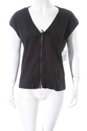 Prada V-Ausschnitt-Shirt schwarz Street-Fashion-Look