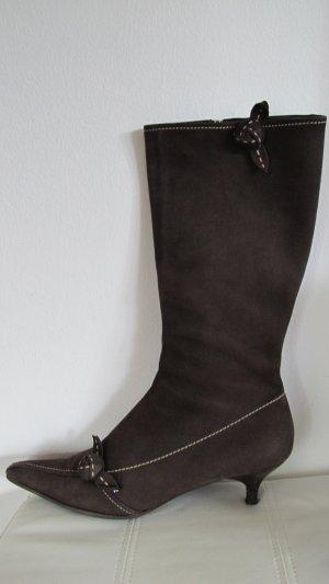 Prada Botas con tacón marrón oscuro-beige claro