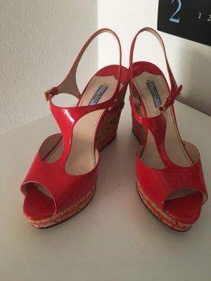 Prada Zapatos de cuña rojo-beige