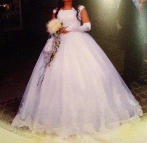 Prinzessinnen Brautkleid mit Spitze, Größe 38/40