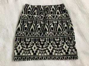 Promod Mini  Rock im Aztekenmuster  schwarz weiß