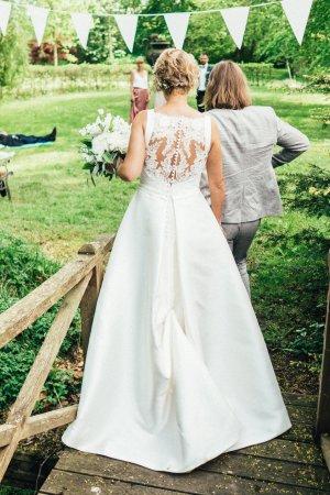 Pronovias Brautkleid mit Tattoo-Spitze und Schleppe im Prinzessin-Stil