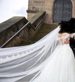 PRONOVIAS Hochzeitskleid Brautkleid mit extra langer Schleppe und langem Schleier
