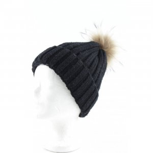 Bobble Hat black-beige casual look