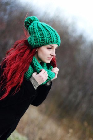 Bobble Hat green synthetic fibre