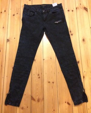 PULL AND BEAR LOW WASTE DARK DENIM ANKLE JEANS W28