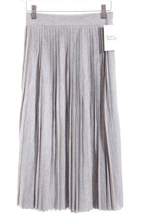Pull & Bear Plisseerock hellgrau meliert Street-Fashion-Look