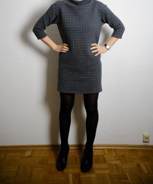 Pulli-Kleid von Uniqlo