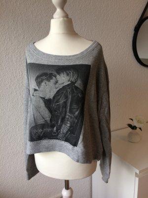 Pulli mit Print | Grau Schwarz | Cropped | One Shoulder | Oversize