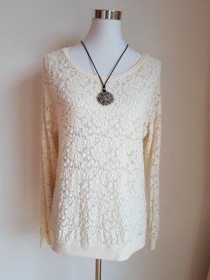 Pullover aus Spitze und Kette