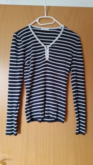 Pullover Blau/Weiß gestreift.