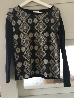 Pullover Boho-Style, schönes Muster, angenehmer Stoff