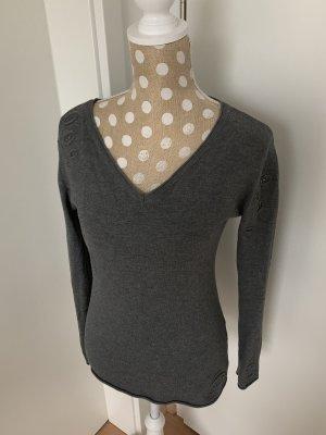 Pullover grau - mit Nieten verziert -