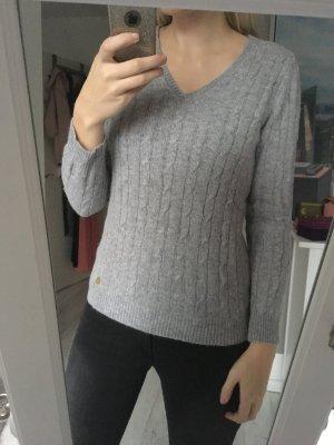Pullover grau Zopfmuster
