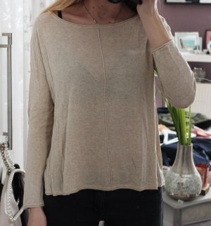 • Pullover in beige