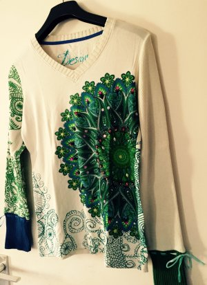 Pullover in blau- und Grüntönen