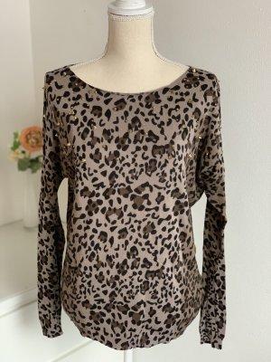 Pullover in Leopardenmuster und Nieten