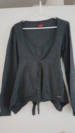 Pullover mit aufwändiger Verarbeitung