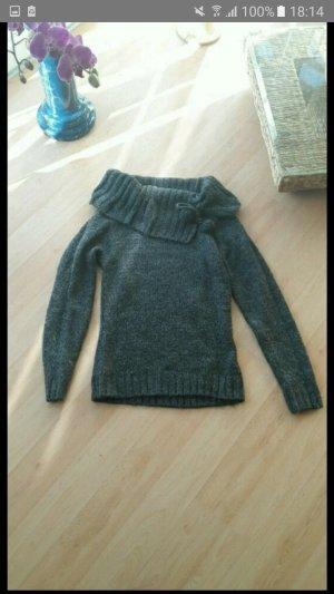 Pullover mit großen Kragen