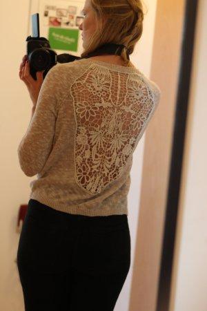 Pullover mit großer Spitze am Rücken