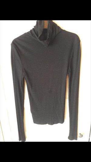 Pullover mit Kragen.