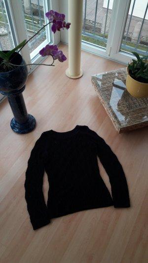 Pullover mit Löcher