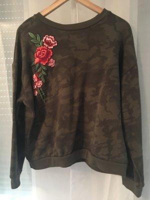 Pullover mit Muster (Blumen, Camouflage + Schriftzug auf der Rückseite)