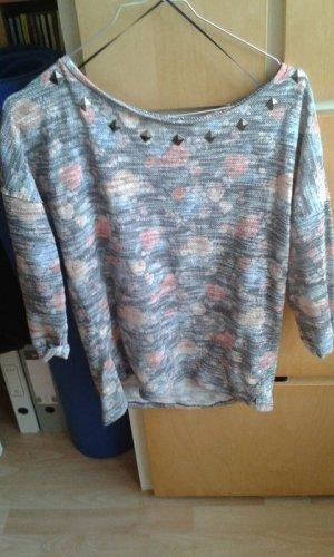 Pullover mit Nieten&Blumen von Pull&Bear