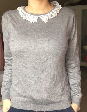 Pullover mit Rüschenkragen in grau